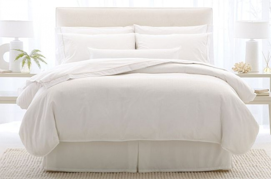 7 Steps To Easily Create That Plush Hotel Bed At Home