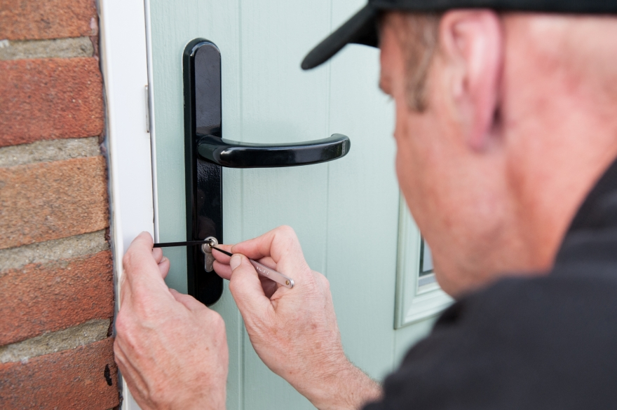 Tips for Choosing the Right Locksmith