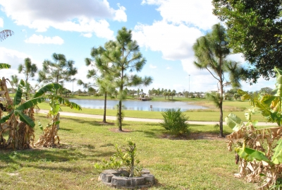 Lake view 3/2 home, no hoa