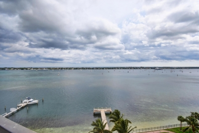 $275000 / 2br - 1500ft2 - 2/2 intracoastal front condo (West Palm Beach) 33407