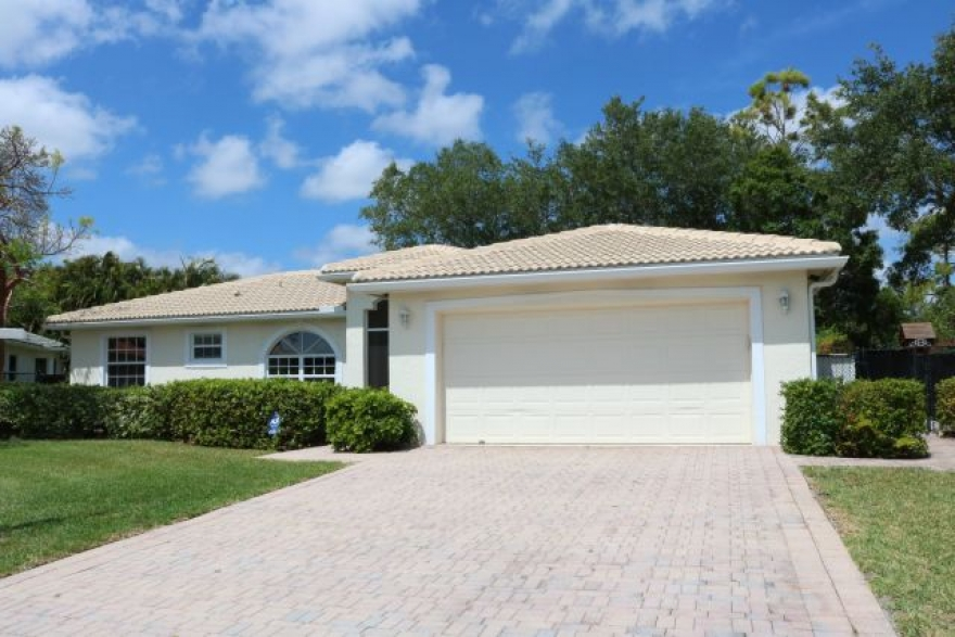 $359000 / 4/3.5/2 car Home with in-law suite or great income rental suite (Royal Palm Beach) 33411