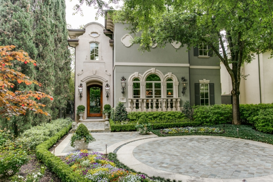 Awesome Highland Park Gem! A Must See!!