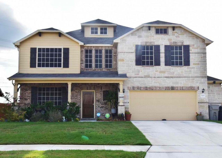 Home for Sale in Schertz, TX - 5490 Cypress Point Schertz TX 78108