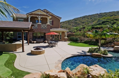 Entertainer's Backyard Oasis