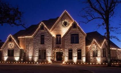 Selling Your Home For The Holidays? Don't Be A Curb Appeal Scrooge
