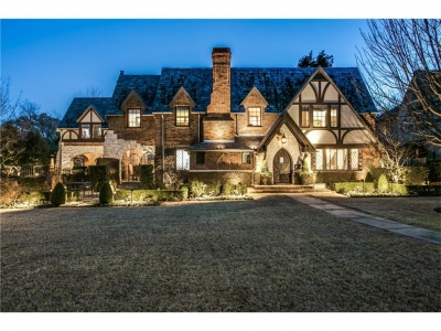 Estate features magnificent home, two separate guest quarters
