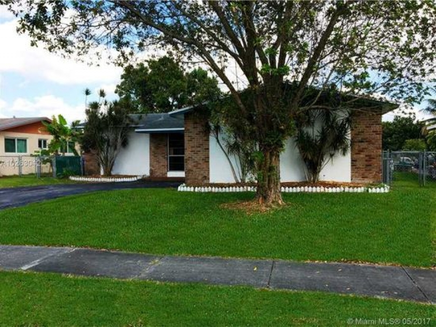 House for Sale in Pembroke Pines, FL
