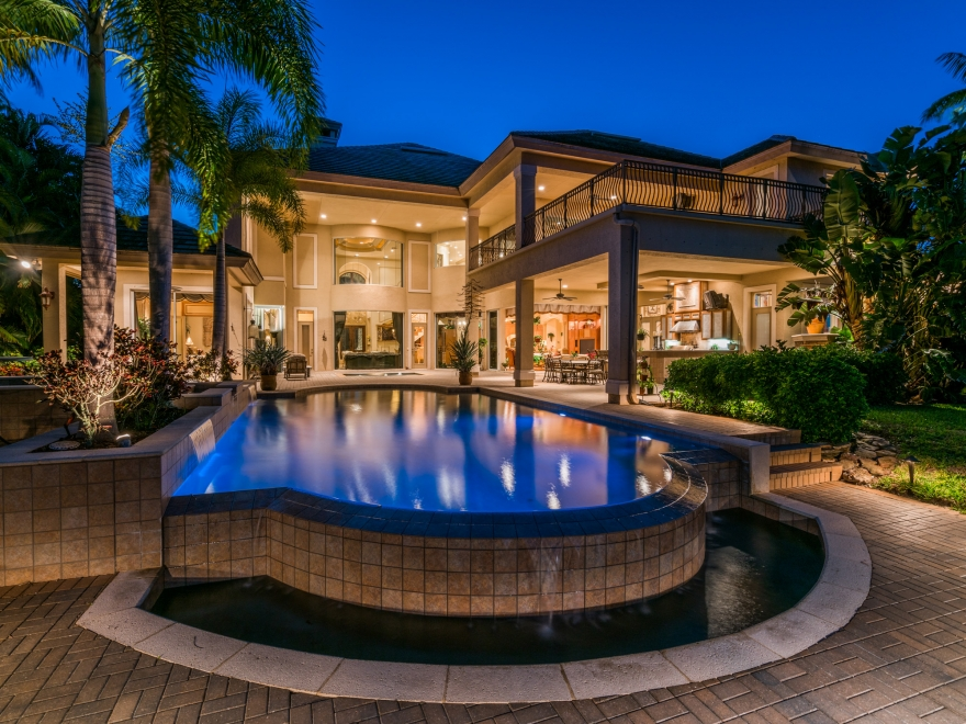 Fort Myers, Florida - STUNNING FINELY APPOINTED country club estate home