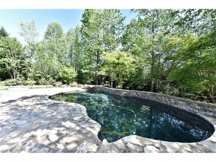 Pool Home in Cumming Georgia Sells Quickly!