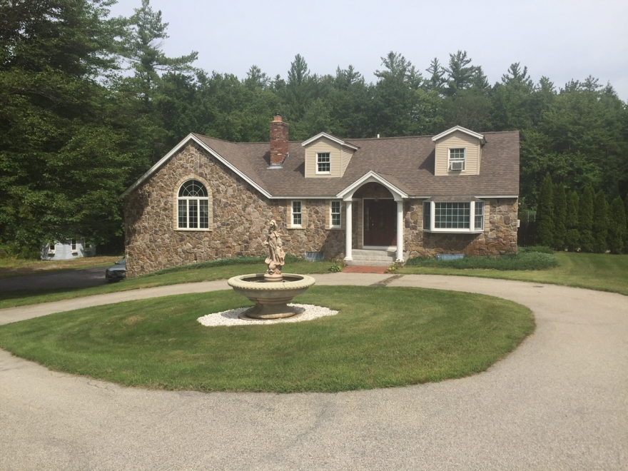 224 New Boston Rd Goffstown NH 03045 / Single Family Home for Sale with In-Law