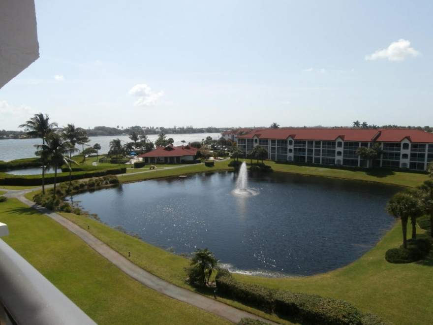 2/2 intracoastal condo