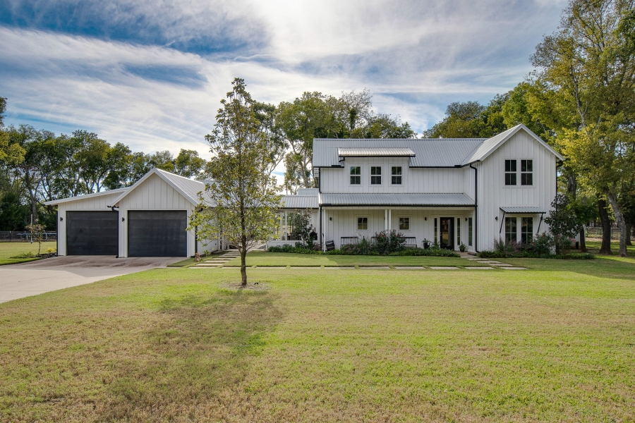A Charming, Modern Farmhouse in Maypearl, Texas Lists At $1,385,000