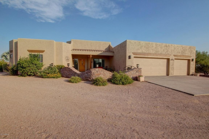 LISTING! 6357 E 14th Ave, Apache Junction, AZ 85119 | Exclusively listed by Signature Realty Solutions 480-422-5358