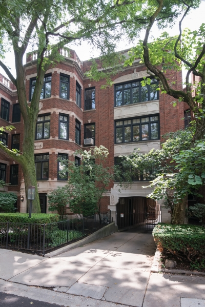 Updated Vintage 3 Bed|3Bath Lakeview condo