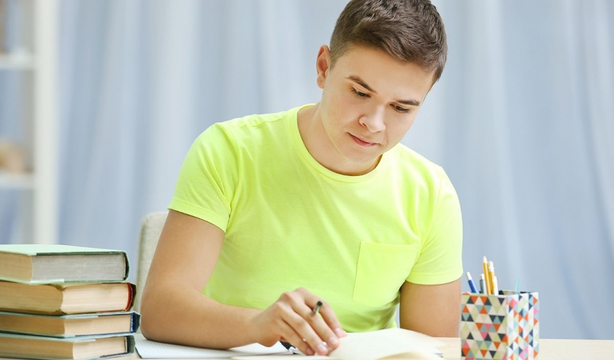 The gateway to achieve good grades through Assignment Writing UK
