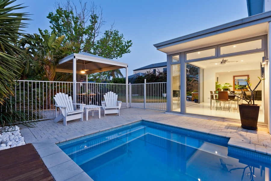 How Much Does a Pool Add to the Sale Price of a House