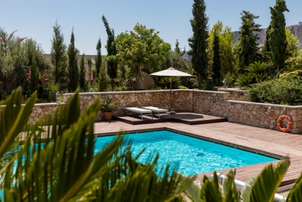 Here's What to Know Before You Buy a House with a Pool