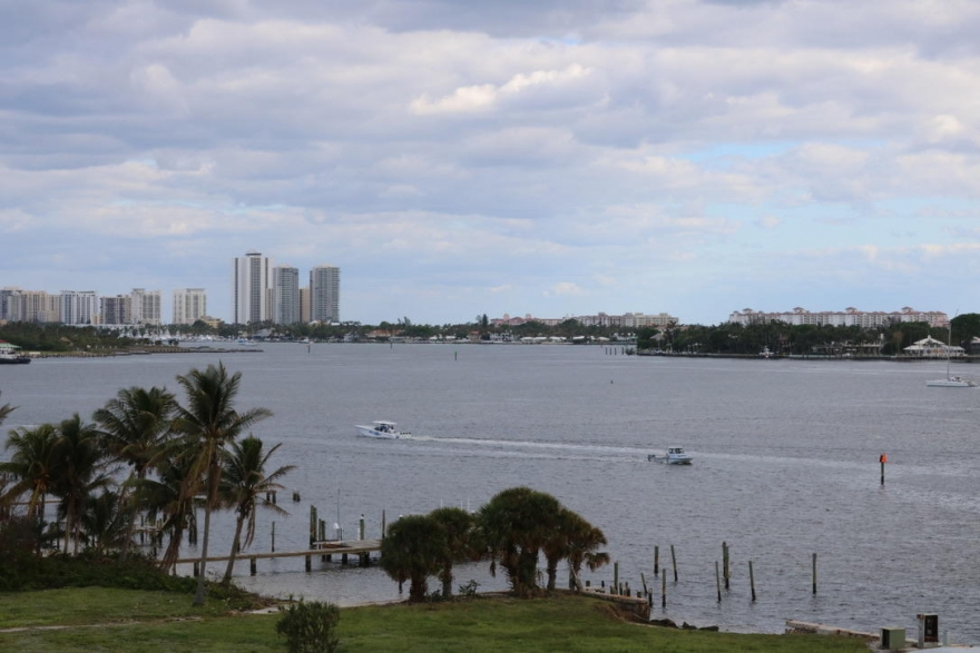 3/2 beachfront condo with views, West Palm Beach, FL $239,000