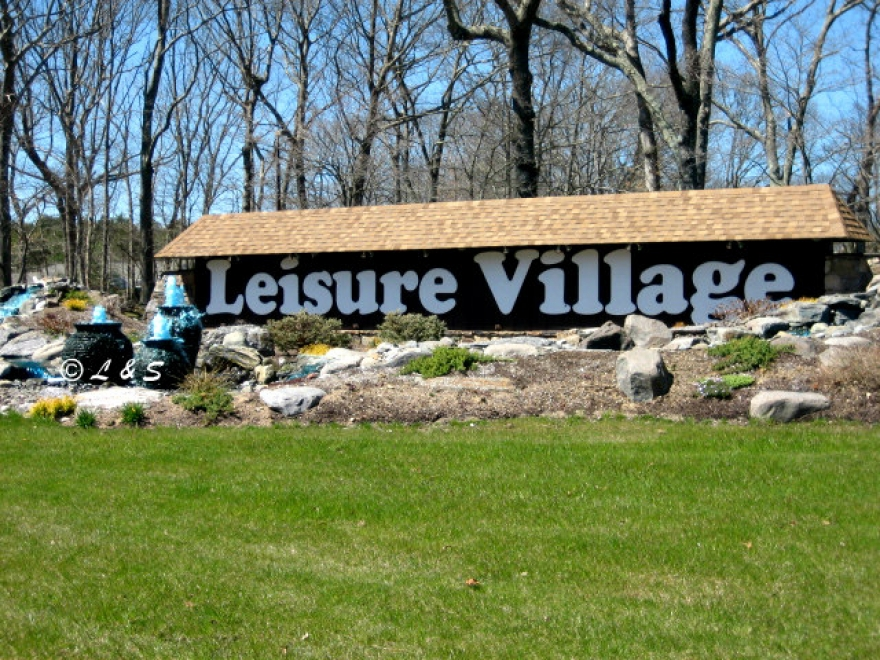 Leisure Vlillage 55+ Condo For Sale in Rige Long Island