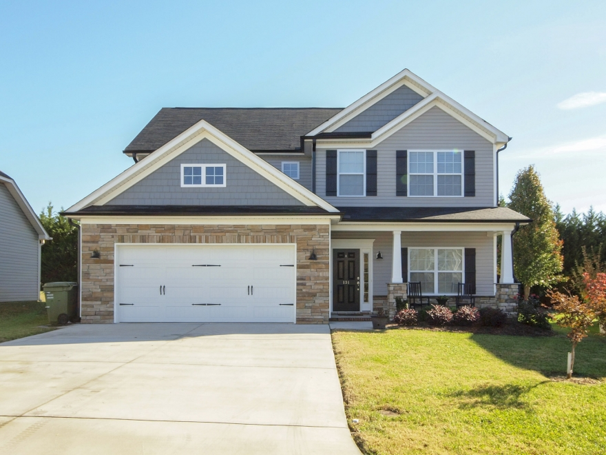 Move-in ready home in Meadowfield!