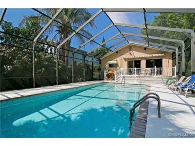 Naples Park Pool Home -- Walking distance to Vanderbilt Beach