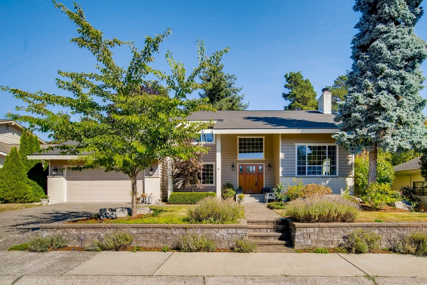 Just Listed Bothell Home with Mother-In-Law Space!