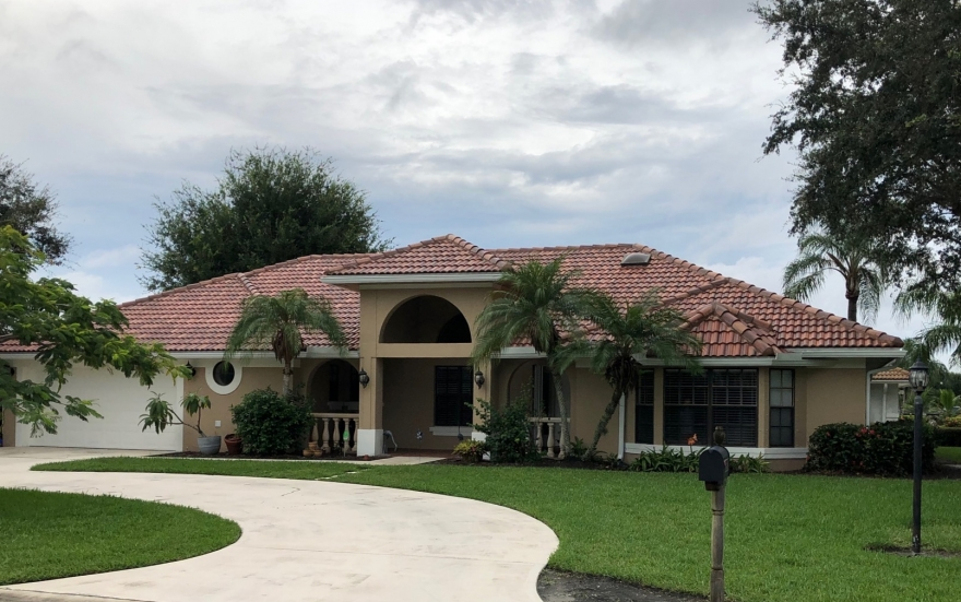 Palm City Home For Sale ! 3BR/2BA Corner Lot Home