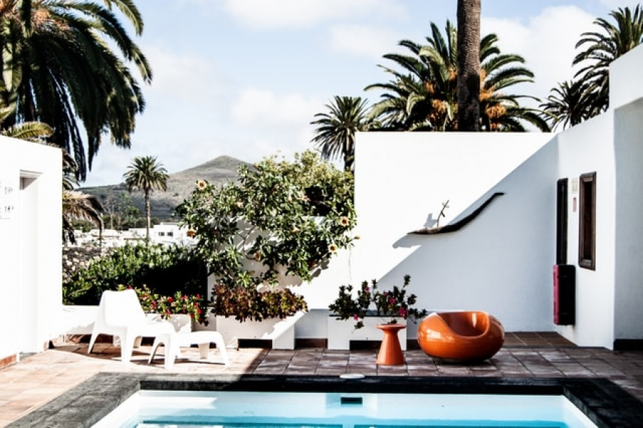8 Tips to Decorate You Swimming Pool