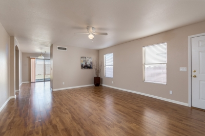 Home for Sale in Mesa AZ: 3 bed 2 bath $167,500