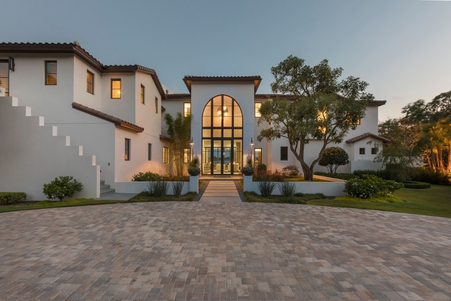 $6.95 Million Modern Estate Lists on Lake Maitland
