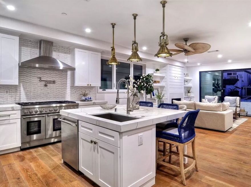 Decor Ideas with Modern White Kitchen Cabinets for a Beautiful Home