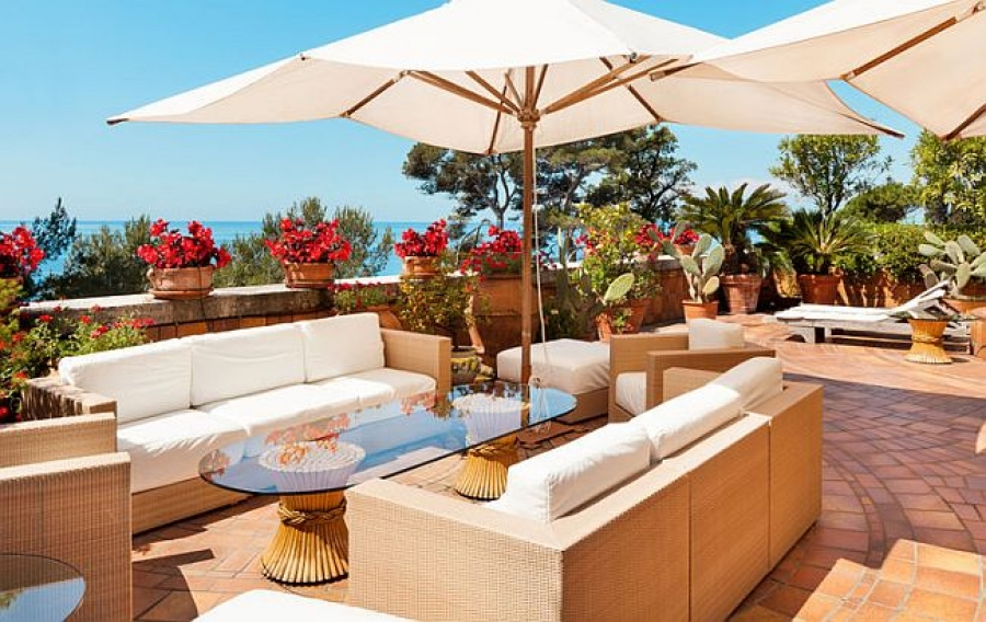 A Guide To Selecting The Right Outdoor Furniture