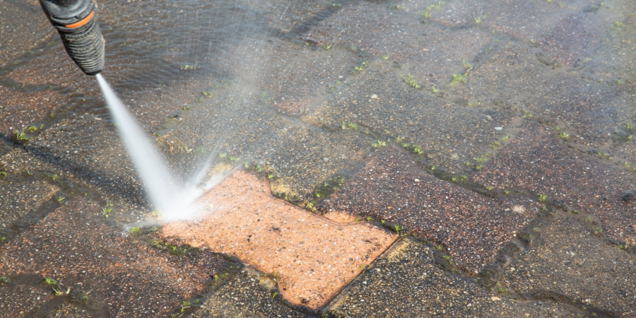 Benefits Of Hiring Pressure Washing Service To Clean Your Home's Exterior